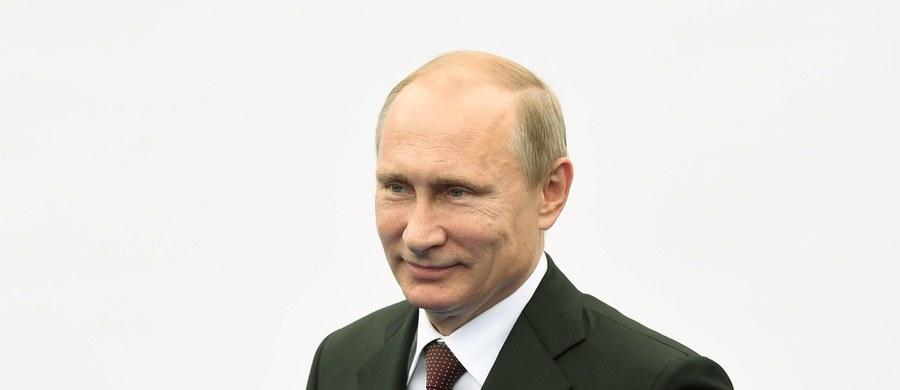 """""""Wychodzimy tylko z jednego założenia, że nie możemy oddać na pożarcie nacjonalistom ludzi, którzy mieszkają na południowym wschodzie kraju. I nie tylko Rosjan, ale i ludności rosyjskojęzycznej, zorientowanej na Rosję"""" - powiedział Władimir Putin odnosząc się do sytuacji na Ukrainie. Rosyjski prezydent oświadczył też, że Moskwa będzie rozwijać rosyjski arsenał nuklearny."""