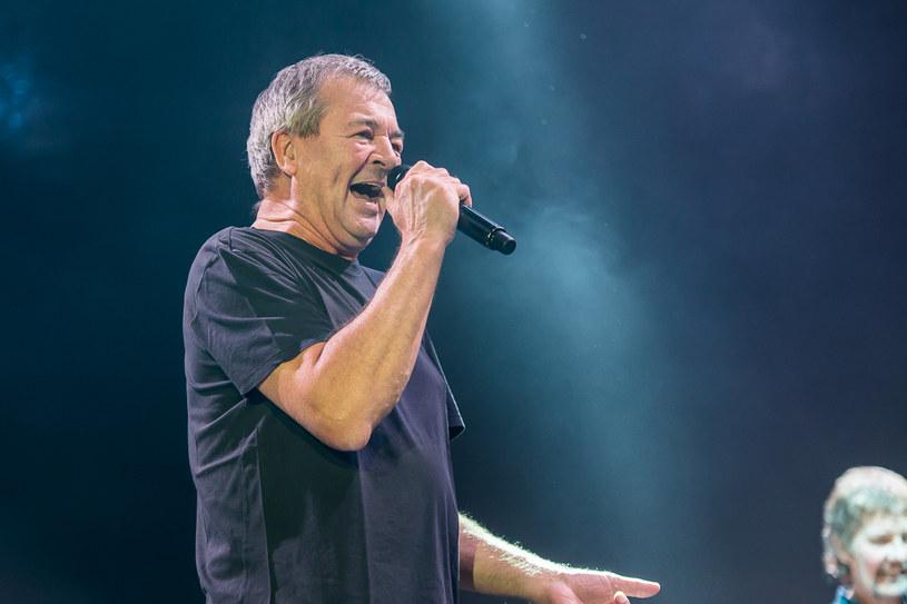 Decyzja o wprowadzeniu Deep Purple do Rockandrollowego Salonu Sław wciąż budzi spore emocje. Głos na ten temat postanowił zabrać wokalista Ian Gillan.