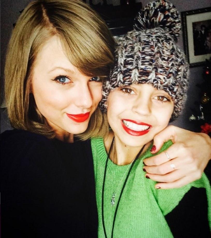Taylor Swift zrobiła świąteczną niespodziankę swojej fance i odwiedziła ją w szpitalu. 13-letnia Delaney Clements choruje na raka.