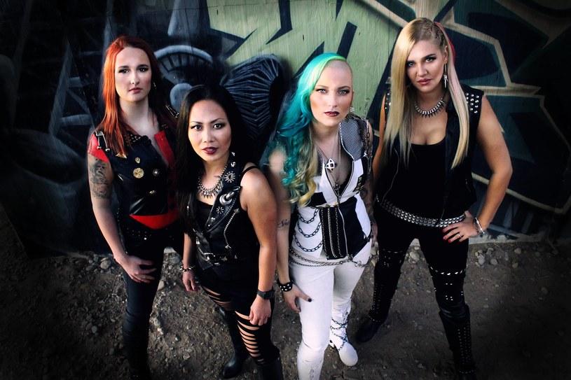 W pełni żeńska, heavymetalowa grupa Burning Witches ze Szwajcarii nagrywa debiutancki album.
