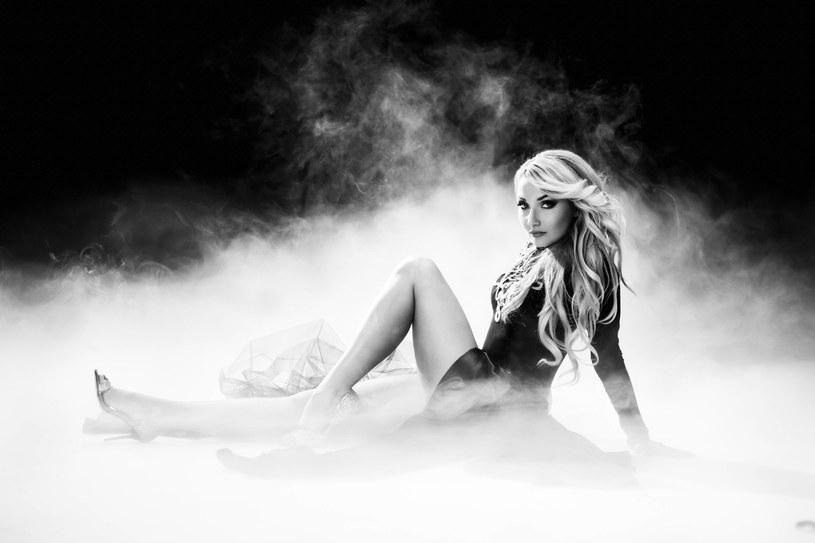 Cleo, jedna z najpopularniejszych polskich wokalistek, do niedawna związana z producentem Donatanem, podpisała nowy kontrakt płytowy.