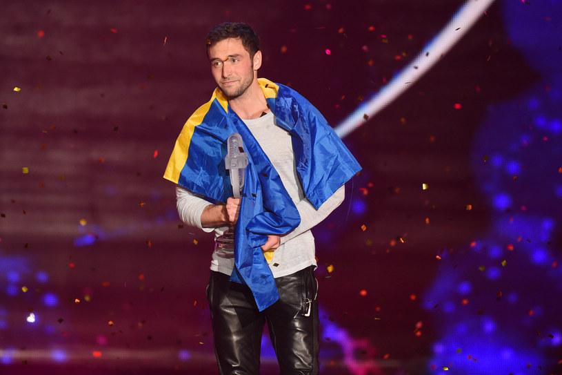 """Zwycięzca konkursu Eurowizji 2015 postanowił rozebrać się dla magazynu """"Gay Times"""". W ten sposób wsparł akcję promującą badania profilaktyczne prostaty u mężczyzn."""