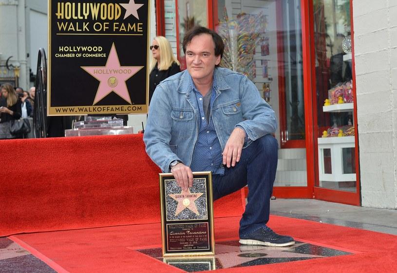 """Słynny amerykański reżyser Quentin Tarantino odsłonił w poniedziałek swoją gwiazdę w hollywoodzkiej Alei Sław. """"Niesamowicie się cieszę z tego wyróżnienia"""" - powiedział Tarantino, twórca takich filmów jak """"Pulp Fiction"""", """"Bękarty wojny"""" czy """"Django""""."""