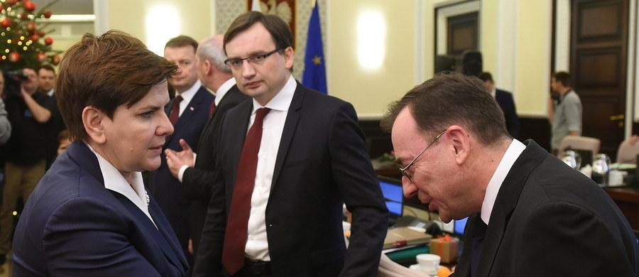 49 proc. Polaków negatywnie ocenia działania rządu Beaty Szydło - wynika z sondażu TNS Polska. W badaniu odnotowano 36 proc. pozytywnych wskazań.