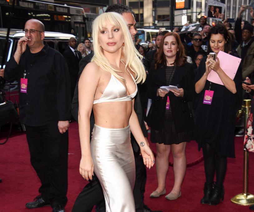 Szefowie wytwórni wydającej płyty Lady Gagi postanowili zrobić wokalistce świąteczny prezent i ofiarowali jej białego kucyka.