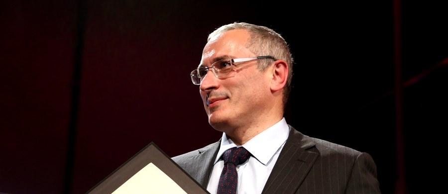 Międzynarodowy list gończy rozesłano za byłym szefem koncernu Jukos Michaiłem Chodorkowskim - poinformował przedstawiciel Komitetu Śledczego FR Władimir Markin. Chodorkowski mieszka w Szwajcarii.