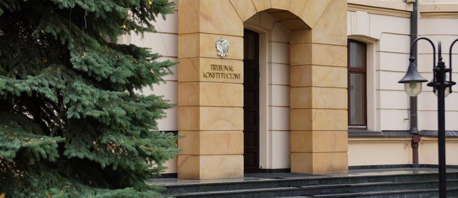 Krajowa Rada Sądownictwa krytykuje nową ustawę o Trybunale Konstytucyjnym autorstwa Prawa i Sprawiedliwości. Rada twierdzi, że odwoływanie sędziów Trybunału przez Sejm jest złamaniem zasad konstytucji i trójpodziału władzy.