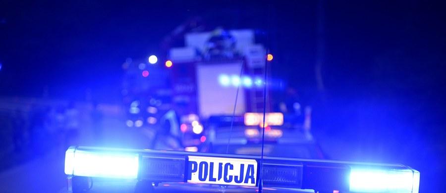 Tragiczny wypadek w Miąsowej w woj. świętokrzyskim na drodze krajowej nr 7. Prowadzone przez 29-latka volvo potrąciło 18-letnią kobietę i 23-letniego mężczyznę. Piesi, którzy szli drogą w niedozwolonym miejscu, zginęli na miejscu.