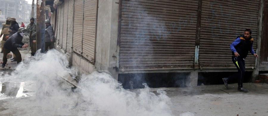 Rośnie napięcie na Korsyce po fali antyarabskich demonstracji, które spowodowane były atakiem imigranckiej bandy na strażaków i policjantów w wieczór wigilijny. Od dzisiaj na francuskiej wyspie obowiązuje teoretycznie wprowadzony przez prefekturę zakaz ulicznych protestów i wieców, ale organizatorzy demonstracji zapowiadają, że się temu nie podporządkują.
