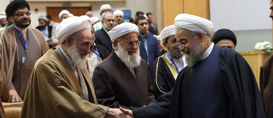 Prezydent Iranu Hasan Rowhani powiedział, że muzułmanie muszą pracować nad poprawą wizerunku ich religii na świecie. Polityk twierdzi, że w wyniku aktów przemocy ze strony ekstremistycznych ugrupowań islam znacznie ucierpiał.