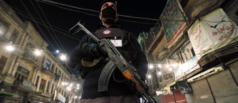 """Siły irackie otoczyły kompleks rządowy w Ramadi, ostatni bastion bojowników Państwa Islamskiego (IS) w tym mieście położonym na zachodzie kraju. """"Oczyszczamy budynki i ulice wokół kompleksu, żeby wejść do niego"""" w najbliższych godzinach - powiedział rzecznik irackiego dowództwa Jahja Rasul, cytowany przez agencję Reutera."""