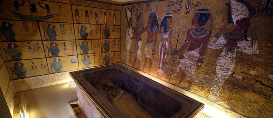 Jeden z najbardziej znanych archeologów w Egipcie zabrał głos w głośnej w ostatnich miesiącach dyskusji o tym, gdzie jest grób królowej Nefretete. Brytyjski egiptolog Nicholas Reeves utrzymuje, że za ścianą grobowca Tutenchamona w Dolinie Królów jest sekretna komnata. Jego zdaniem, to tam pochowana została legendarna królowa znad Nilu. Zahi Hawasshas podważa tę teorię i przedstawia swoje przypuszczenia.