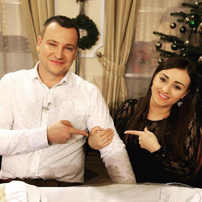 """Świąteczne wydanie programu """"Rolnik szuka żony"""" obejrzało ponad 3 mln widzów. Podczas spotkania uczestników pierwszej i drugiej edycji show okazało się, że jedna z par jest już zaręczona!"""
