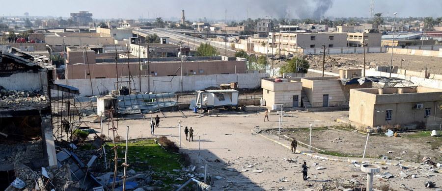 """Minister obrony USA Ash Carter pogratulował irackiemu rządowi odbicia miasta Ramadi z rąk Państwa Islamskiego. To """"znaczący krok naprzód"""" w walce z IS - ocenił Carter w oświadczeniu."""