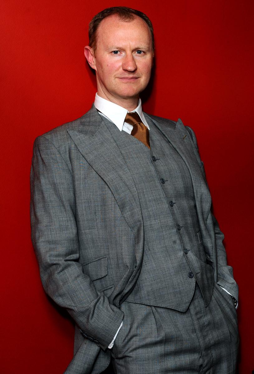 """Co łączy """"Sherlocka"""", """"Doctora Who"""" i """"Grę o tron""""? Odpowiedź jest prosta: Mark Gatiss. Ten brytyjski scenarzysta i aktor od lat przewija się przez telewizyjne hity, a jego portfolio robi niemałe wrażenie."""
