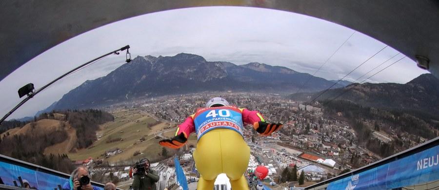 Dawid Kubacki, Maciej Kot, Kamil Stoch i Stefan Hula wystartują w piątek w drugim konkursie Turnieju Czterech Skoczni w Garmisch-Partenkirchen. Dwaj ostatni w pierwszej serii zmierzą się ze sobą. Najlepszy w kwalifikacjach był Słoweniec Peter Prevc (139 m).