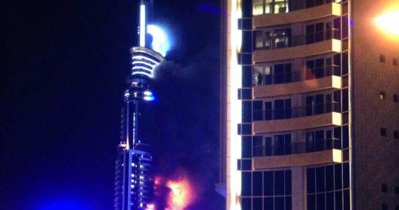 Pożar hotelu w Dubaju w Zjednoczonych Emiratach Arabskich. W ogniu stanął 63-piętrowy budynek. Według policji 14 osób odniosło lekkie obrażenia. Źródła medyczne mówią o 60 osobach, które zostały lekko poszkodowane.