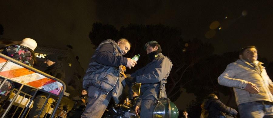190 osób zostało rannych we Włoszech w noc sylwestrową podczas odpalania petard i innych materiałów pirotechnicznych - poinformowała policja. Podkreśliła jednak, że było to spokojniejsze niż w minionych latach powitanie Nowego Roku.