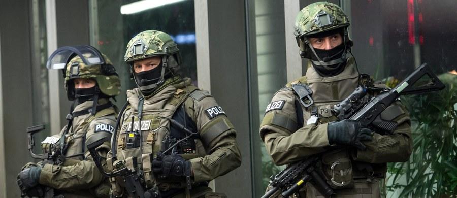 """To miały być dwa zamachy w jednym miejscu - niemiecki dziennik """"Bild"""" twierdzi, że dotarł do planów ataku, który miał być przeprowadzony w sylwestra w Monachium. W sumie w skład grupy zamachowców miało wchodzić siedem osób."""