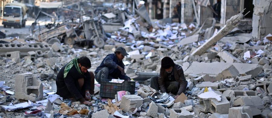 Główne ugrupowanie opozycyjne w Syrii, Syryjska Koalicja Narodowa, oskarżyło Rosjan o ataki na ludność cywilną w tym kraju i łamanie rezolucji Rady Bezpieczeństwa ONZ ws. mapy drogowej dla procesu pokojowego w Syrii.