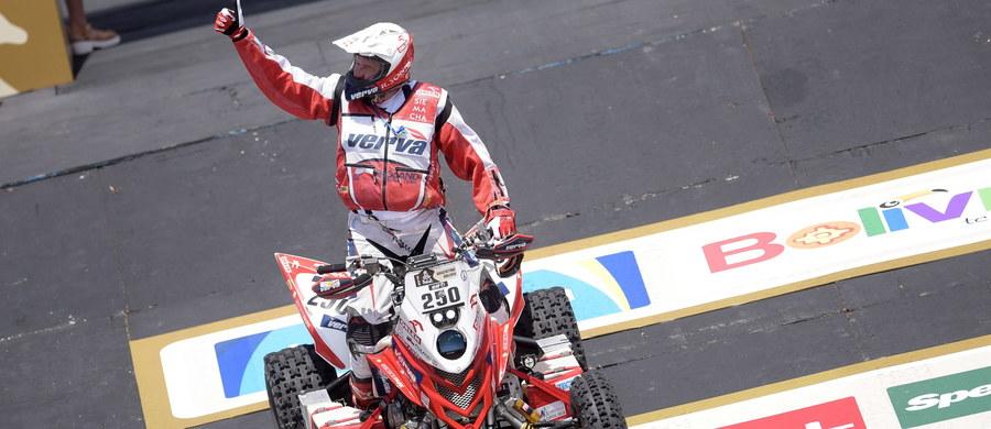 Zwycięzca Rajdu Dakar w 2015 roku w kategorii quadów Rafał Sonik uzyskał 14. czas w prologu tegorocznej edycji, która w sobotę rozpoczęła się w Buenos Aires. Motocyklista Jakub Piątek wpadł do rzeki, ale udało mu się uruchomić silnik i dojechać do mety.