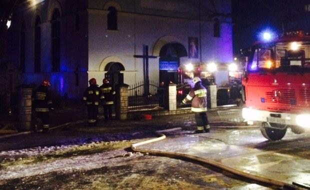 Pożar zabytkowego kościoła pod wezwaniem świętego Antoniego w Braniewie w woj. warmińsko-mazurskim. Spłonął dach i część świątyni. Informację oraz zdjęcia otrzymaliśmy na Gorącą Linię RMF FM.