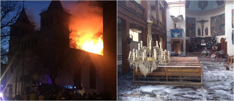 """Nad ranem, po kilkunastogodzinnej akcji, strażacy zdołali ugasić pożar XIX-wiecznego kościoła św. Antoniego w warmińsko-mazurskim Braniewie. Udało się uratować jedynie część ołtarza, zabytkowe organy i konfesjonał. """"Wielu mieszkańców płakało, bo ich pieniądze w tym kościele są. To oni ze swoich datków remontowali dach, remontowali elewację i organy"""" - podkreśliła w rozmowie z reporterem RMF FM Piotrem Bułakowskim burmistrz Braniewa Monika Trzcińska. W pożarze, z którym od niedzielnego popołudnia walczyło blisko stu strażaków, na szczęście nikt nie ucierpiał. Na razie nie wiadomo, co było przyczyną pojawienia się ognia."""