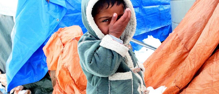 Rząd PiS wywiązuje się ze zobowiązań podjętych przez poprzednią koalicję PO-PSL. Ekipa Beaty Szydło rozpoczęła proces relokacji uchodźców znajdujących się w obozach w Grecji i we Włoszech – dowiedziała się nasza brukselska korespondentka Katarzyna Szymańska – Borginon.