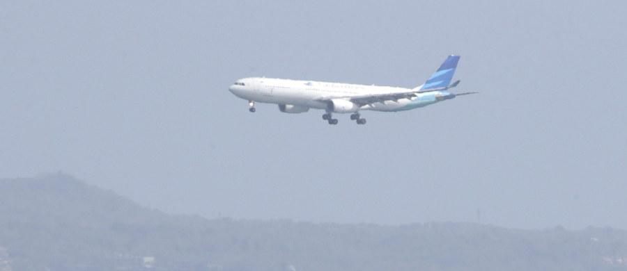 Samolot z 163 pasażerami na pokładzie musiał zawrócić po tym, jak załoga zorientowała się, że nie można zamknąć drzwi. Maszyna była już wtedy na wysokości trzech tysięcy metrów.
