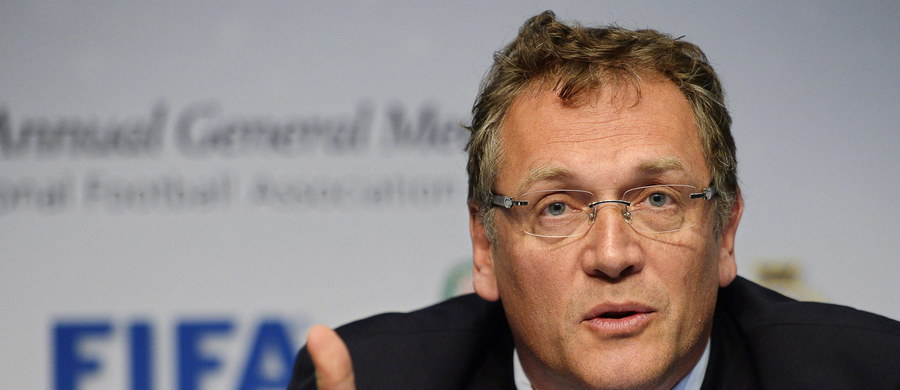Komisja Etyki FIFA wystąpiła z wnioskiem o karę dziewięciu lat dyskwalifikacji i sto tysięcy franków szwajcarskich grzywny dla sekretarza generalnego organizacji Jerome'a Valcke'a. Francuz jest podejrzewany o udział w nielegalnej dystrybucji biletów na mecze mistrzostw świata.