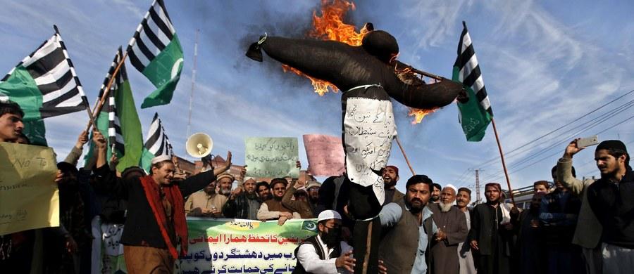 Irańscy dyplomaci opuścili Arabię Saudyjską, która przed kilkoma dniami zerwała stosunki dyplomatyczne z Iranem po atakach na swoje placówki dyplomatyczne w tym kraju – poinformowała saudyjska agencja SPA.