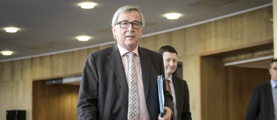Komisja Europejska łagodzi ton wobec Warszawy. Bruksela dementuje zarówno informacje o rozpoczęciu już procedury nadzoru nad Polską jak i doniesienia o obstrukcji, którą jakoby stosuje rząd PiS nie odpowiadając na listy unijnych komisarzy.