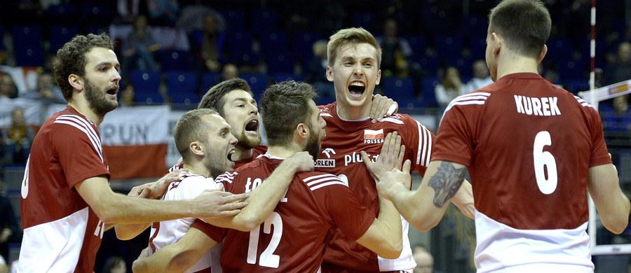 Polskie siatkarki, mimo dwóch porażek, wciąż mają szansę na wywalczenie bezpośredniego awansu do igrzysk olimpijskich. W Ankarze muszą wygrać dzisiaj z Włoszkami. Z kolei męska reprezentacja w kwalifikacjach w Berlinie zmierzy się z Belgią i w przypadku zwycięstwa awansuje do półfinału turnieju.