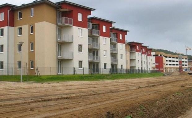 """W budynkach wielorodzinych od 2016 roku podatek od nieruchomości będzie wyższy, ponieważ będzie naliczany """"od całej powierzchni wspólnej, proporcjonalnie do wielkości mieszkania, a nie tylko od części tej powierzchni"""" - informuje """"Dziennik Gazeta Prawna""""."""
