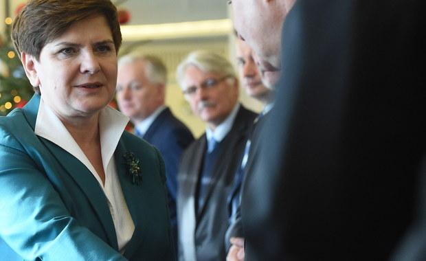 W najbliższych tygodniach premier Beata Szydło spotka się oficjalnie z Wiktorem Orbanem w Budapeszcie - zapowiedział szef MSZ Witold Waszczykowski w TVP Info. Dodał, że w rozmowach z UE kierowany przez niego resort chce skorzystać z doświadczeń węgierskich.
