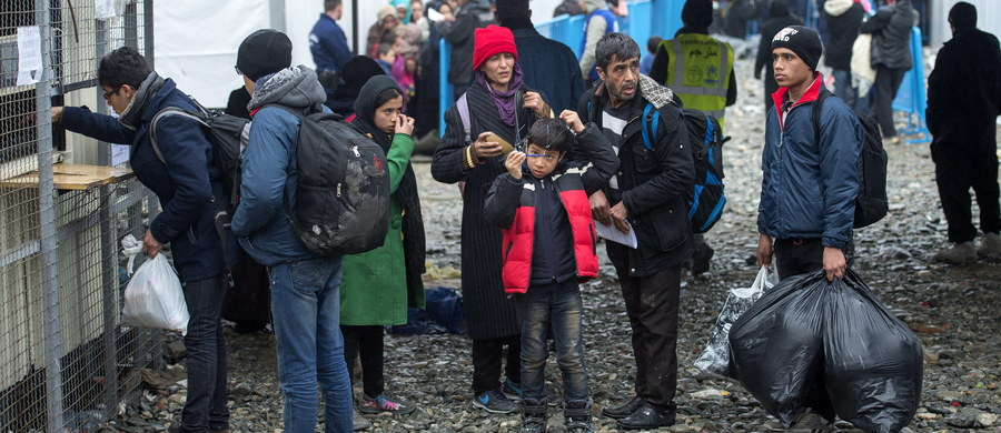 Belgijski minister ds. azylu Theo Francken zapowiedział specjalne kursy dla uchodźców, na których mają uczyć się, jak należy zachowywać się wobec kobiet. Kursy będą odbywać się we wszystkich centrach dla uchodźców. To między innymi rezultat napaści imigrantów na kobiety, do których doszło w Niemczech oraz częstych przypadków przemocy wobec kobiet w belgijskich ośrodkach.