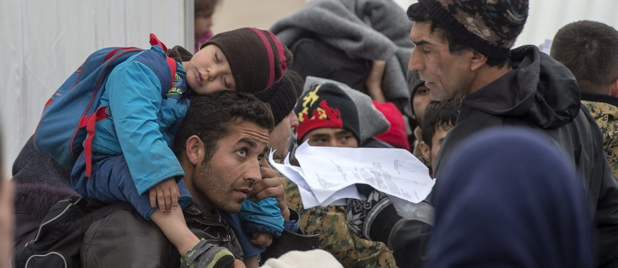 Polskie służby w Atenach rozpoczęły weryfikację tożsamości 67 uchodźców wytypowanych przez Greków do osiedlenia w Polsce - dowiedział się reporter RMF FM. Okazuje się, że w greckiej stolicy pracuje już druga polska misja łącznikowa.