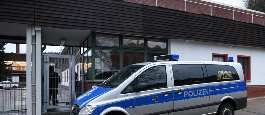 Tydzień po serii napaści uchodźców na kobiety w noc sylwestrową w Kolonii szef miejscowej policji Wolfgang Albers został przeniesiony w stan spoczynku. Zarzucano mu zwlekanie z poinformowaniem opinii publicznej o zajściach i ukrywanie pochodzenia sprawców przestępstw.