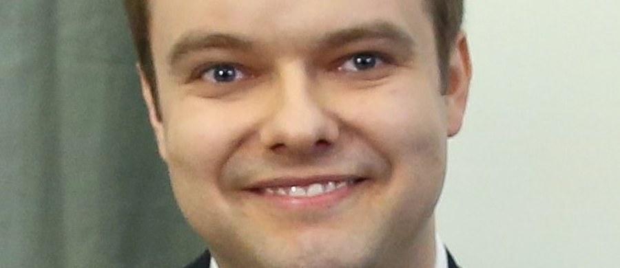Rafał Bochenek zastąpi Elżbietę Witek na stanowisku rzecznika prasowego rządu. O zmianach poinformowała podczas spotkania z dziennikarzami premier Beata Szydło.