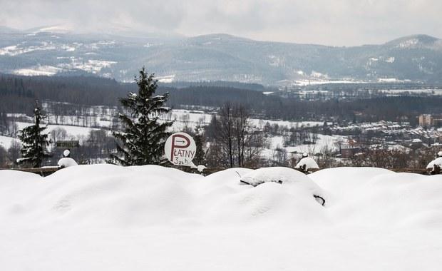 Narciarze opanowali stoki w Karkonoszach. Warunki na trasach są bardzo dobre. Uważajcie jednak, jeżeli planujecie piesze wędrówki po górach. Na szlakach jest biało i ślisko.