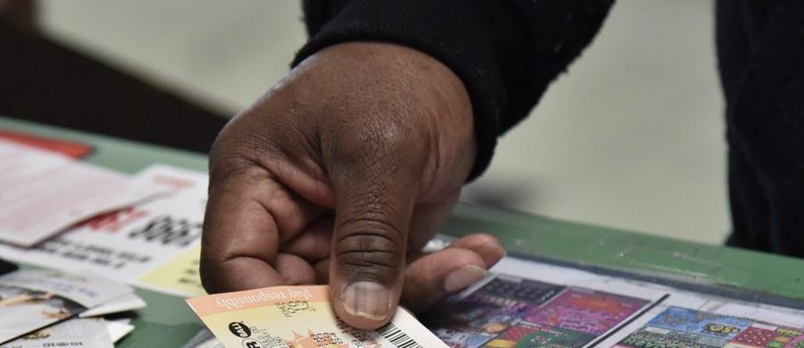 W Stanach Zjednoczonych w sobotę w loterii Powerball będzie można zgarnąć fortunę. Chodzi o 800 milionów dolarów, czyli trzy miliardy 200 milionów złotych.