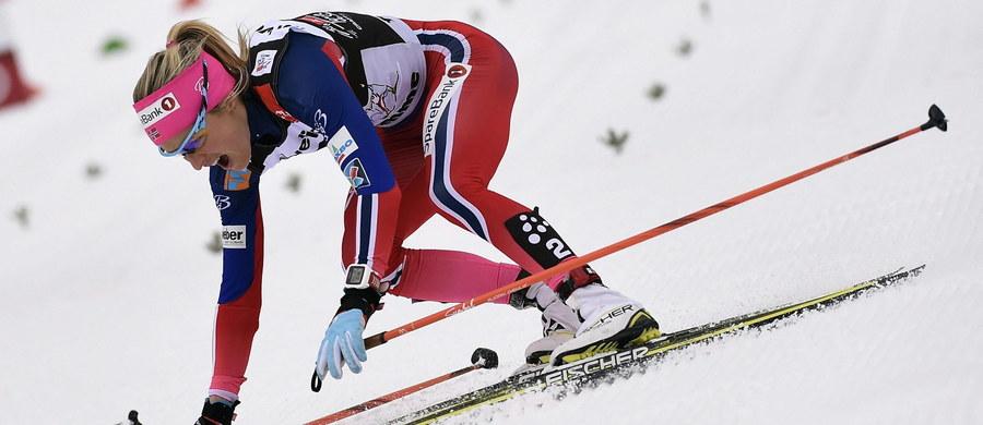 Justyna Kowalczyk zajęła 23. miejsce w prestiżowym cyklu Tour de Ski. Na metę, usytuowaną na stoku Alpe Cermis we włoskim Val di Fiemme, pierwsza dotarła Norweżka Therese Johaug. To jej drugi triumf w tym cyklu w karierze - poprzednio najlepsza była w 2014 roku. Pozostałe miejsca na podium również zajęły Norweżki: druga była Ingvild Flugstad Oestberg, a trzecią pozycję wywalczyła Heidi Weng.