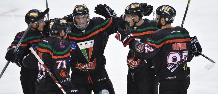 Deklarowali, że celem minimum jest miejsce na podium - i cel ten osiągnęli: hokeiści GKS-u Tychy wracają do kraju z brązowymi medalami Pucharu Kontynentalnego! W swoim ostatnim meczu turnieju finałowego, rozgrywanego we francuskim Rouen, mistrzowie Polski musieli wprawdzie uznać wyższość włoskiego Asiago Hockey, ale dzięki zwycięstwu Rouen Dragons nad Herning Blue Fox to oni mogą cieszyć się z trzeciego miejsca. To największy klubowy sukces w historii polskiego hokeja!