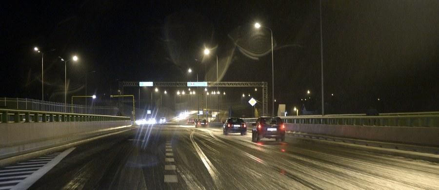 Marznące opady deszczu w wielu regionach kraju. Ślisko na drogach i chodnikach jest m.in. na Mazowszu, Lubelszczyźnie, Podkarpaciu, w Świętokrzyskiem i w Małopolsce.