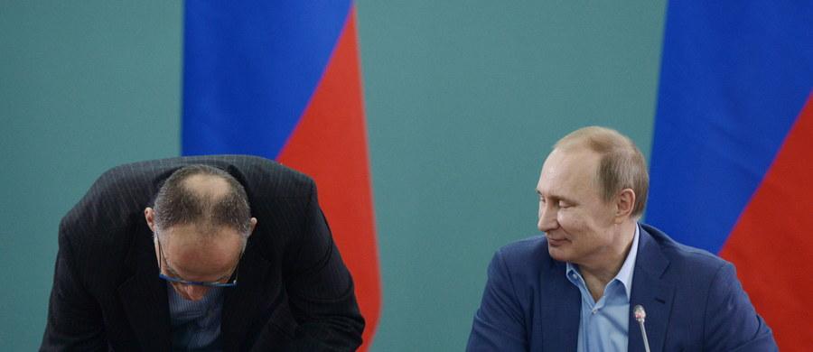 """""""Rosja będzie broniła swoich interesów"""" - powiedział w wywiadzie dla niemieckiego """"Bilda"""" Władimir Putin, oskarżając NATO o spowodowanie wszelkich kłopotów w Europie. Ostrzegł też przed rozbudową tarczy antyrakietowej. Bronił również decyzji o aneksji Krymu, mówiąc, że ważny jest dla niego los i wola ludzi, a nie granice państwowe. Sankcje Zachodu wobec Rosji uznał zaś za bezsensowne."""