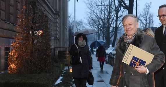 """""""Nie mamy napiętych stosunków z Niemcami, mieliśmy tylko kilka wypowiedzi, które chcieliśmy wyjaśnić"""" - tak szef polskiej dyplomacji Witold Waszczykowski podsumowuje spotkanie z ambasadorem Niemiec Rolfem Niklem. Szef polskiej dyplomacji wezwał Nikla w związku """"z antypolskimi wypowiedziami polityków niemieckich"""" w mediach."""