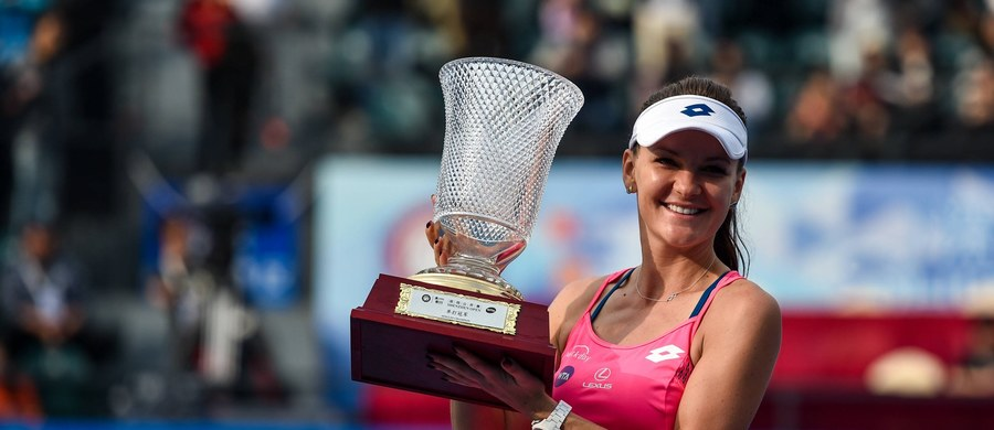 Agnieszka Radwańska, triumfatorka niedawnego turnieju w chińskim Shenzen, awansowała z piątego na czwarte miejsce w tenisowym rankingu WTA Tour. Liderką jest Serena Williams. Z kolei u mężczyzn w rankingu ATP najlepszy z Polaków Jerzy Janowicz zajmuje 57. miejsce, a prowadzi Novak Djokovic.