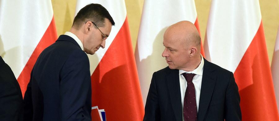 Wicepremier Mateusz Morawiecki zmienia zdanie. Prawdopodobnie najbogatszy z ministrów rządu Beaty Szydło zdecydował się na ujawnienie swojego majątku i poprzednich zarobków.