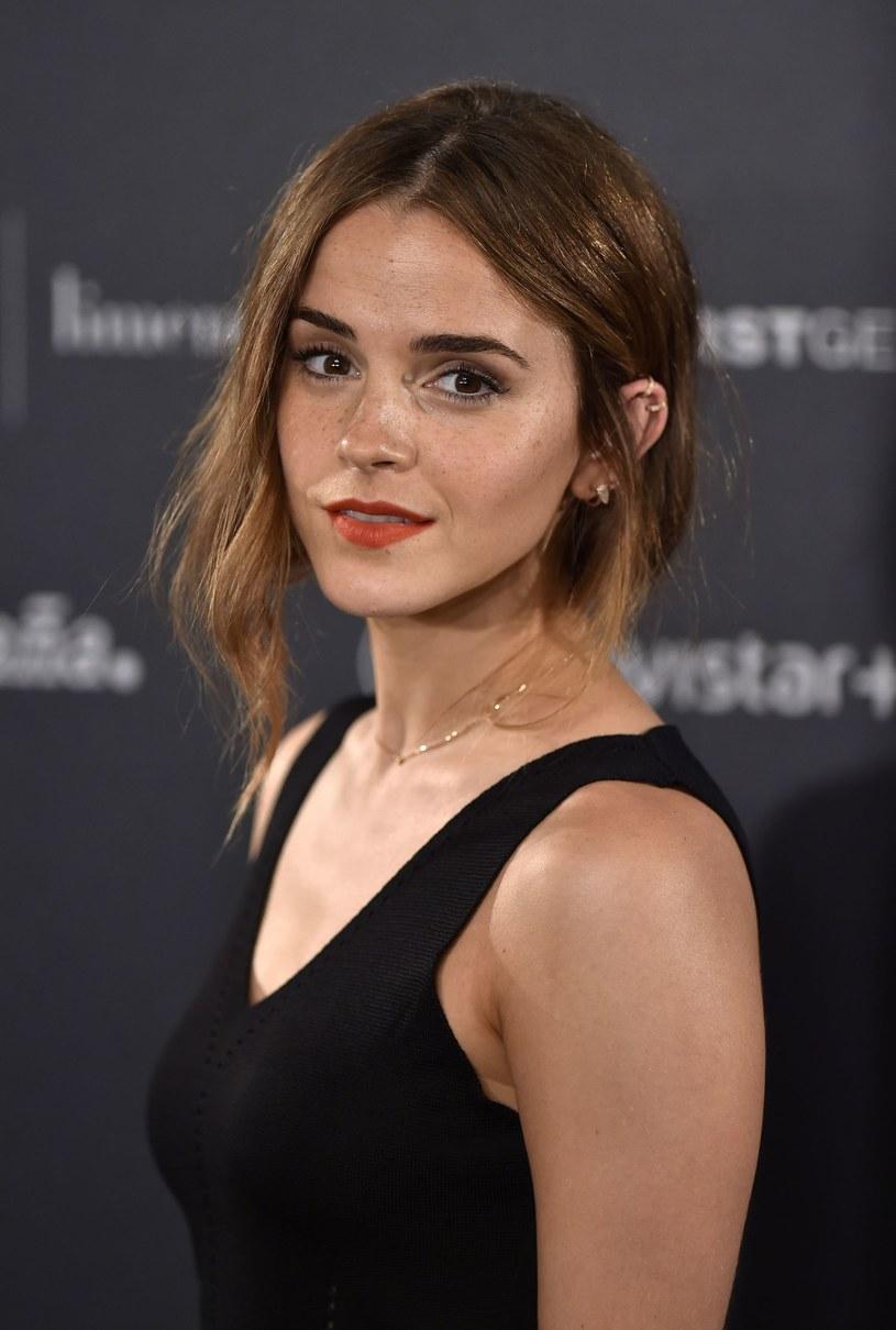 """Ambasadorka dobrej woli ONZ ds. Kobiet, aktorka Emma Watson, kontynuuje swoją działalność na rzecz kobiet. Stworzyła klub książki on-line, a na jego nazwę rozpisała konkurs na Twitterze. Klub """"Our Shared Shelf"""" jest dostępny dla wszystkich."""