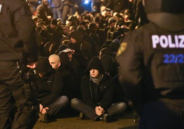 Uliczne burdy w Lipsku. Demonstrowali przeciwnicy przyjmowania uchodźców i zwolennicy otwartości